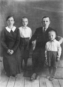 Довоенное фото семьи Должонка